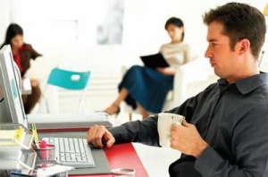 сидячая-работа-является-частой-причиной-заболевания