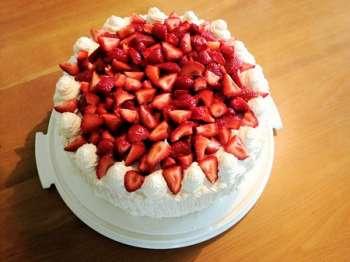 klubnichniy-tort