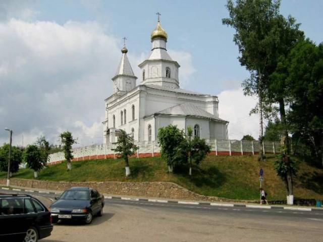 Храм святителя Николая Чудотворца в г. Логойске,  из-под алтаря которого вытекает святой источник