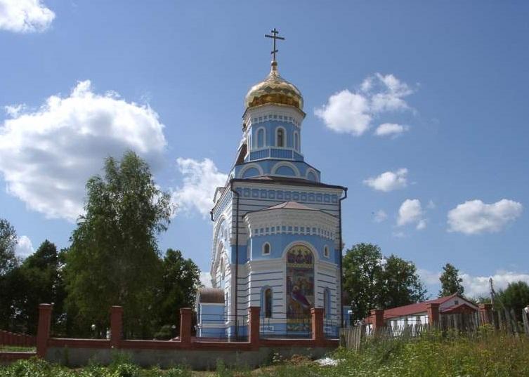 Храм, рядом с которым расположен Цветной колодец Фото с сайта xotkovo2006.narod.ru