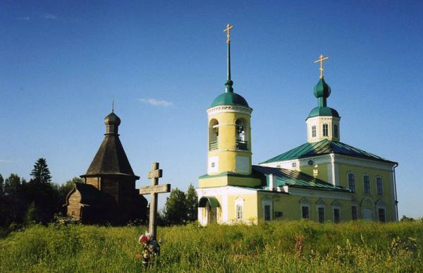 Успенская церковь и Никольский храм в деревне Новинки Фото с сайта stihi.ru