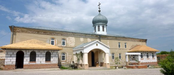 Каменно-Бродский Свято-Троицкий Белогорский мужской монастырь Фото с сайта volgogradguide.ru