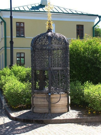 Святой источник Борисоглебского монастыря Фото с сайта temples.ru