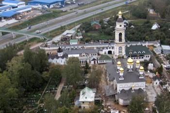 Храм Архангела Михаила Фото с  сайта aerialphoto.ru