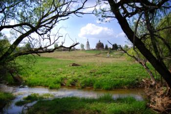 Вид на деревню Чиркино со стороны реки Реута Фото с сайта darkdiary.ru