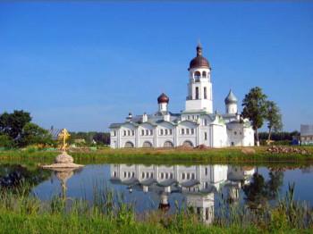 Вид на Крыпецкий монастырь со стороны Святого озера Фото с сайта foretime.ru