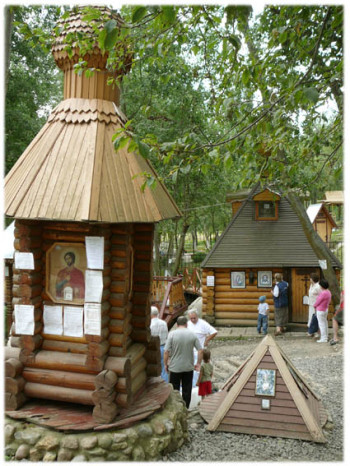 Источник Казанской иконы БМ в Муранове Фото с сайта muranovo2.nichost.ru