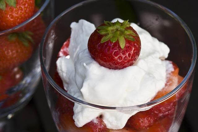 strawberries-421610_640