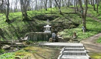 Источник в честь Святой Троицы Фото с сайта rutraveller.ru