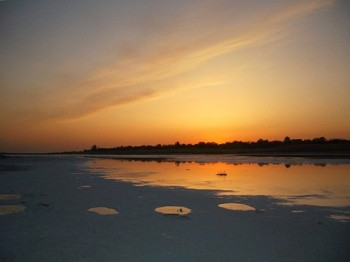 Солёное озеро Тинаки Фото с сайта fotki.yandex.ru