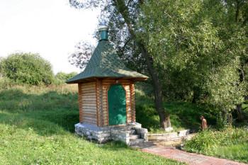 Белый колодезь в Хомутовке Фото с сайта svyatistochnik.ru