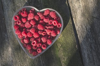 raspberries-1208146_640