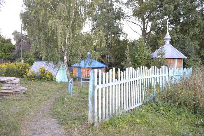 1459253303_svyatoy-istochnik-starca-leontiya-selo-krasnaya-polyana-baryshskiy-rayon-ulyanovskaya-oblast