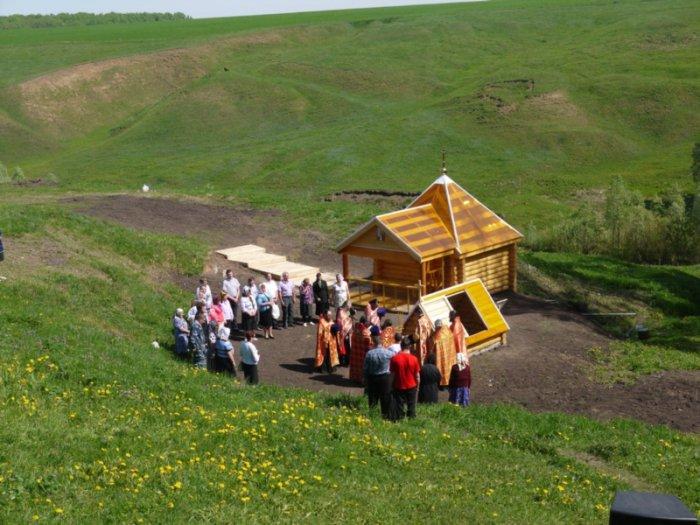 1492268489_svyatoy-istochnik-svyatitelya-nikolaya-chudotvorca-derevnya-bolshie-bagishi-yadrinskiy-rayon-chuvashskaya-respublika