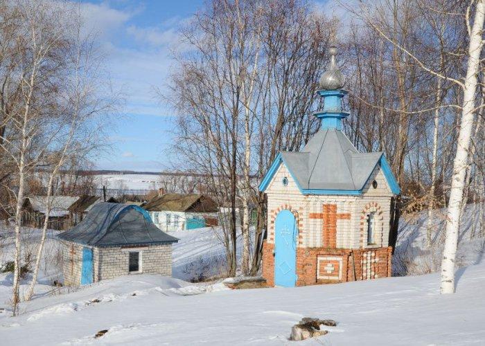 1492928991_chasovnya-kupalnya-rodnik-svyatoy-istochnik-ikony-bozhiey-materi-derzhavnaya-selo-grishino-yantikovskiy-rayon-chuvashskaya-respublika